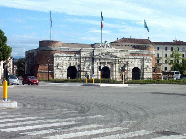 Porta Nuova (www.cityalbum.de)